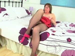 British milf Janey strips off and plays with her hairy pussy