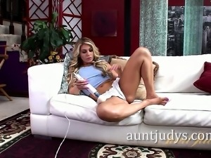Blonde MILF Nikki Capone Goes Wild with a Hitachi