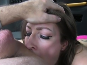 Tattooed milf enjoy fucking in taxi