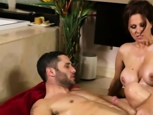 Kinky masseuse juggs jizz