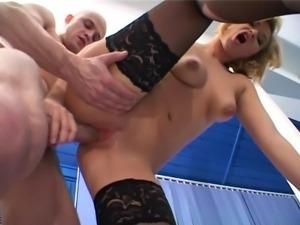 Blonde prise salle de sport