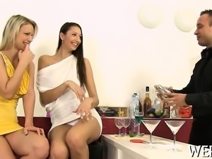 Beauty and her paramour sometimes piss during their sex play