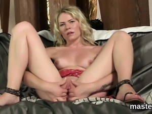 Sexy czech chick spreads her yummy pussy to the strange