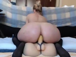 Cute Babe Fucking Dildo on Webcam