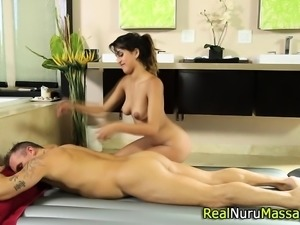 Kinky masseuse blows dick