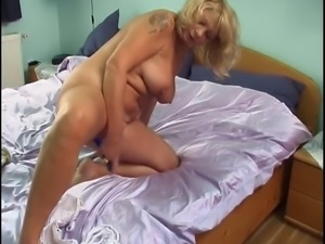 Lonely horny gilf