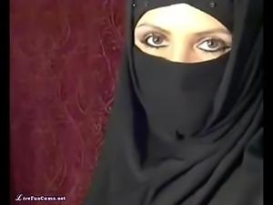 Big Arabic Tits On Webcam Caught