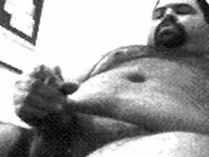 Papai urso barbudinho gozando