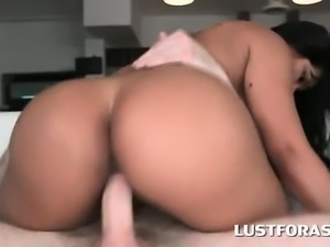 Brunette hottie humping shaft in her tight ass