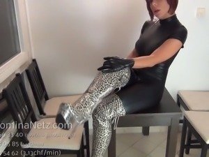 Cuckold Small Penis Humilation von Latex Boots Domina