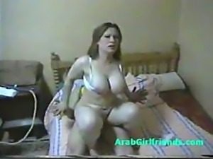 Chubby Arab MILF Gets Fucked In an Amateur Porn Video