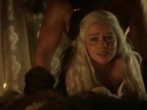 Emilia Clarke: Game of Thrones Nude/Sexy/Hot Scenes