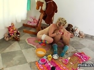 Hot lesbians fill up their huge arses with cream and splatte