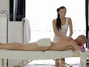 Petite girl and the massage that she will absolutely never forget