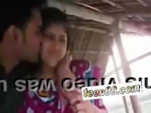 Indian village girl kissing boyfriend in outdoor scandal - teen99*com