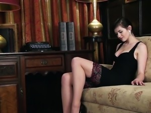 Gorgeous Fawna Latrisch Masturbates In A Solo Model Video