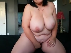 BBW MILF rubbing her pussy fast and hard