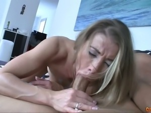 Fuck starving sexy housewife swallows big dick like a pro