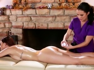 Sandy haired sexy bitch hopes that pretty massage GF would eat her muff