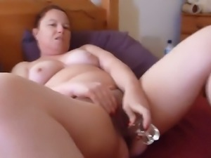 Chubby perverted lady used glass dildo to fuck her mature meaty pussy