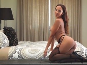 Luxury hottie Arianna Varella is stripping off for you
