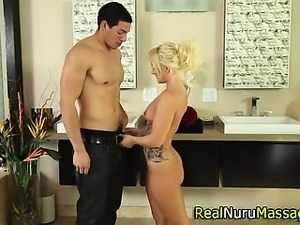 Booty masseuse fucked