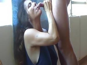 Milf schluckt Sperma
