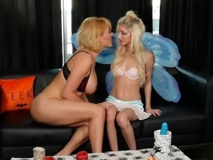 Experienced MILF decides to show the petite chick some lesbian tricks