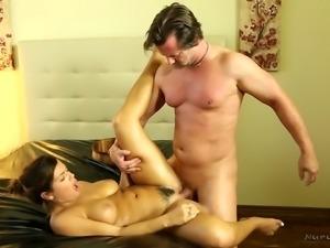 Bootyful brunette Keisha Grey gives unforgettable nuru massage