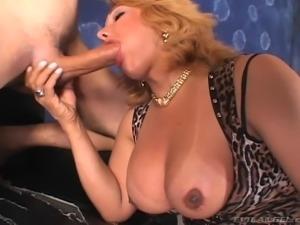 Luscious shemale giving thorough blowjob