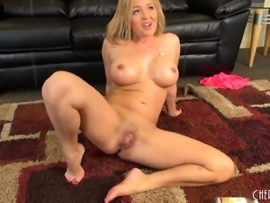 Voluptuous blonde mom Krissy Lynn has a juicy slit craving for action