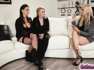 Ashley makes Samantha cum in her mouth