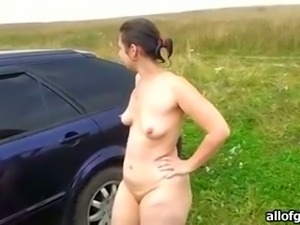 Amateur brunette flashes her body nude outdoors and sucks dick