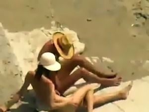 Lusty sunbathing amateur brunette nympho sucked her man's cock on the beach