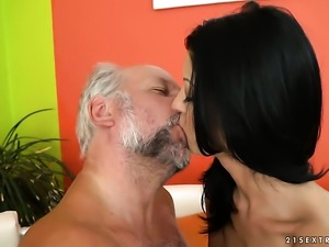 Mature is totally addicted to cum