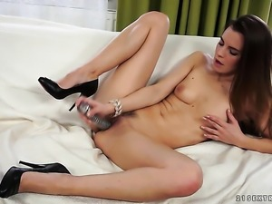 Brunette is ready to play with her vagina from dusk till dawn