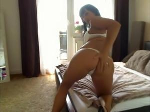 Wet Heidi in German amateur masturbation video