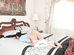 India Summer poses flirtatiously before masturbating