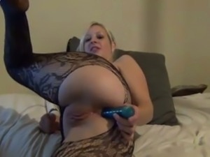 Gorgeous blonde MILF playing with her fuck holes in amateur clip