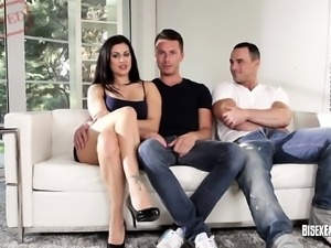 Bisex trio gets in right by Bisexempire