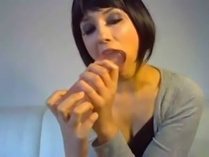 Short haired dirty webcam MILF in black top was greedily sucking toy