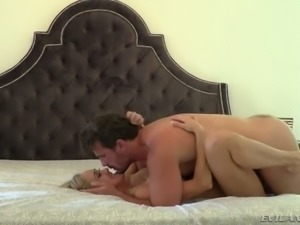 Fuck hungry man bangs delicious blond haired mommy Brandi Love in mish pose...
