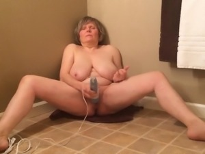 GILF has intense orgasm in only 1.5 min by MarieRocks