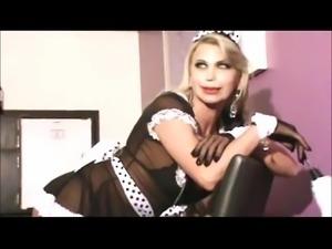 A superdotada Carol Delavega brincando com sua piroca monstruosa