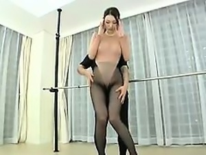 Sexy dancer in nylons works out then gets a cock she gives