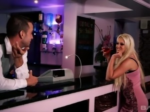 Super phat blond fuck doll Brooklyn Blue blows giant cock of feverish...