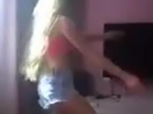 hottie in shorts dancing