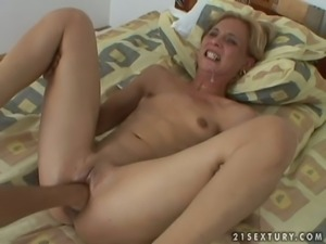Special fisting session for a horny blond babe Missy
