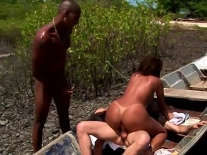 Monaliza wants to play with a couple of boners in an outdoor threesome
