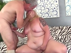 Chubby blonde gets her asshole munched before fuck and facia